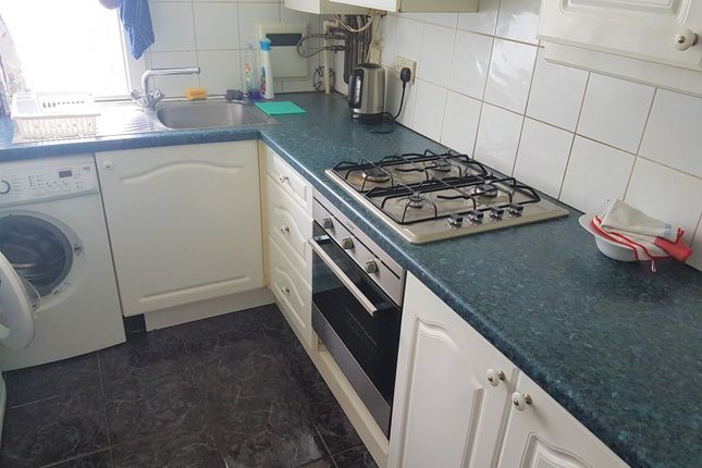 Thumbnail Flat to rent in Sandown Close, Hounslow