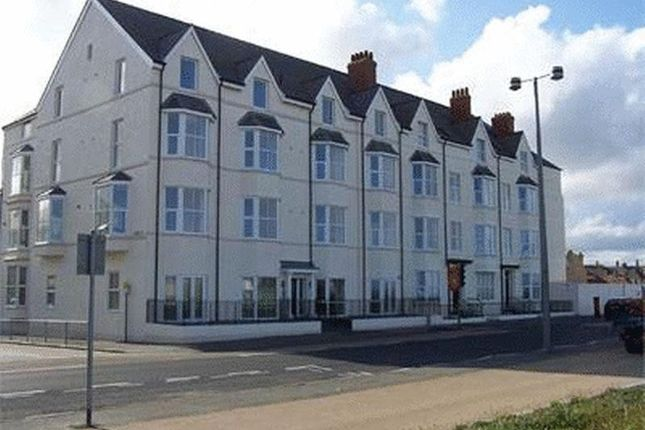 Thumbnail Town house to rent in West Parade, Rhyl