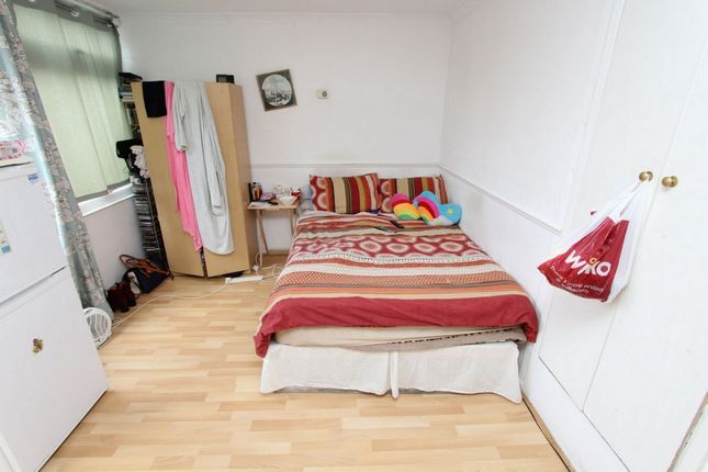 Thumbnail Room to rent in Snowshill Road, Manor Park