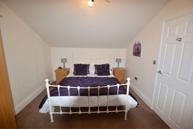 Thumbnail Flat to rent in York Place, Scarborough, North Yorkshire