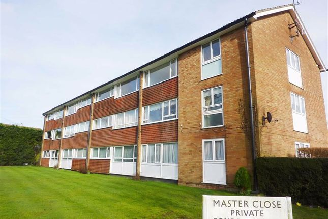 Thumbnail Flat to rent in Master Close, Oxted, Surrey