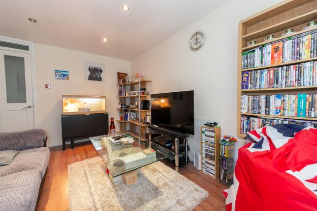 Living Room of Haddon Road, Luton, Bedfordshire LU2