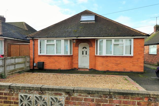 Thumbnail Detached bungalow to rent in Ashcroft Road, Luton