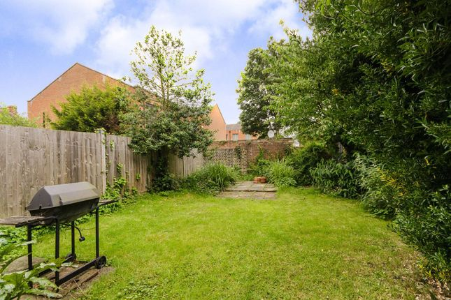 Thumbnail Property to rent in Hawkesbury Road, Putney