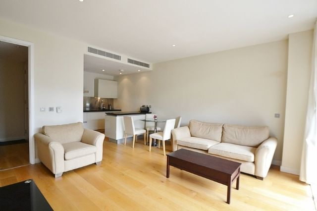 1 bed flat to rent in Hepworth Court, Grosvenor Water Side, 30 Gatliff Road, London