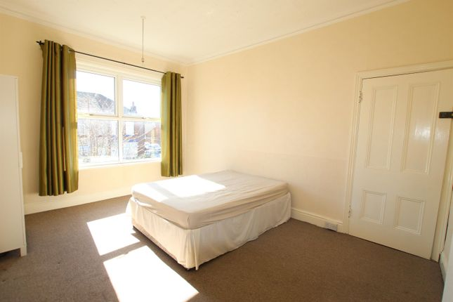 Thumbnail Flat to rent in Deacon Road, Widnes