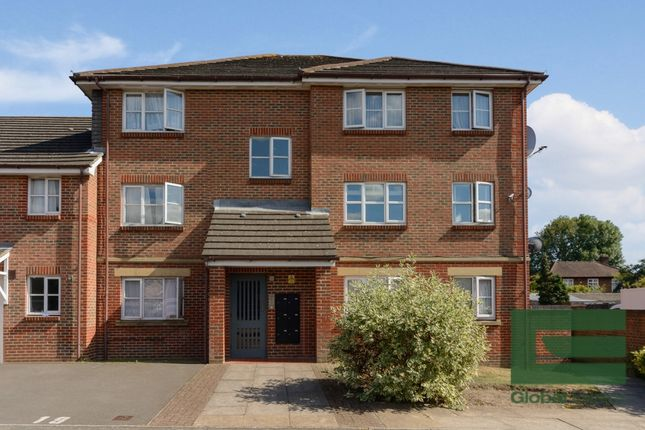 Thumbnail Flat for sale in Kennedy Close, Mitcham