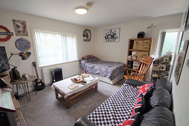4 bed flat for sale in Ashbrow Road, Huddersfield, West Yorkshire HD2