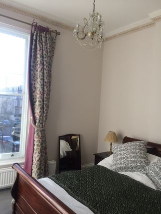 2 bed flat to rent in Upper Addison Gardens, London