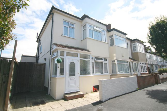 3 bed end terrace house to rent in Kensington Road, Romford
