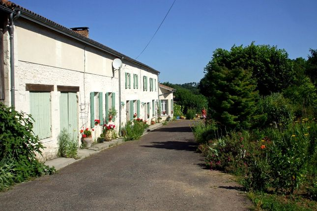 Thumbnail Villa for sale in Clerac, Charente-Maritime, Nouvelle-Aquitaine