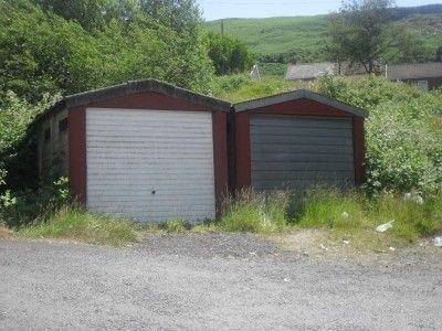 Parking/garage to rent in Glynfach -, Porth