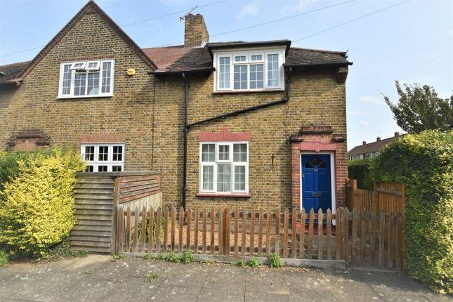Thumbnail Flat to rent in Roan Street, London