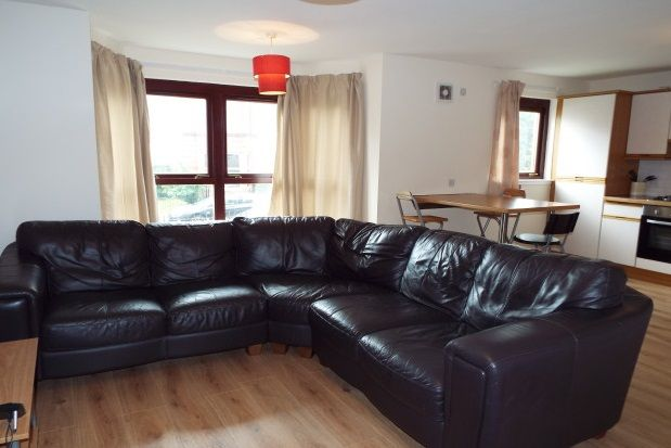 Thumbnail Flat to rent in Meadowpark Steet, Dennistoun