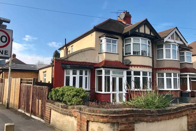 Thumbnail Flat to rent in Whalebone Ln North, Romford