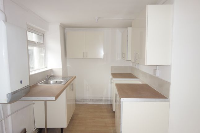 Thumbnail Flat to rent in East Road, Tylostown