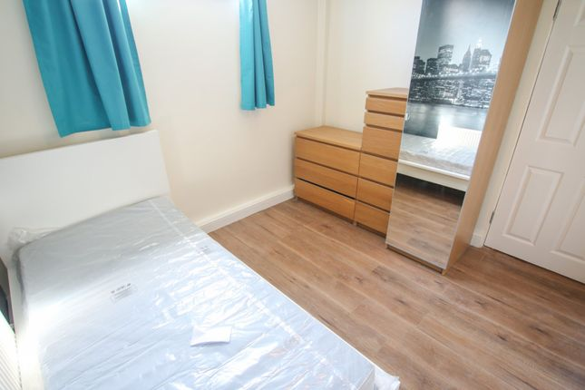 Thumbnail Room to rent in Basildon Walk, Walsgrave, Coventry