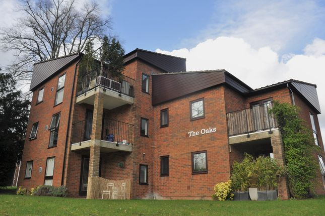 Thumbnail Flat to rent in The Oaks, Lynwood Drive, Andover