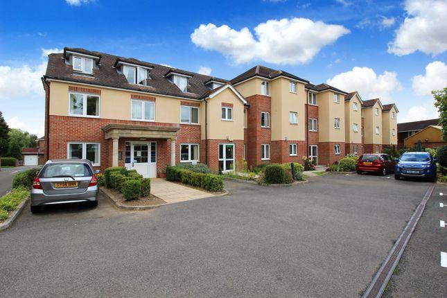 1 bed flat for sale in Wakefield Court, Blackbridge Lane, Horsham, West Sussex
