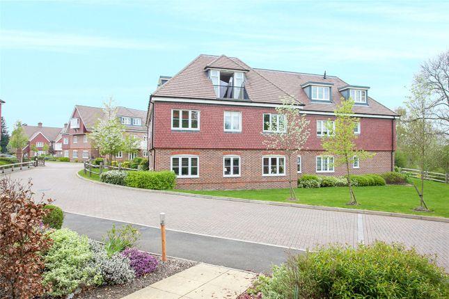 Thumbnail Flat to rent in Upper Meadow, Hedgerley Lane, Gerrards Cross
