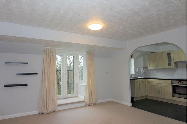 Thumbnail Flat to rent in Longworth Close, Grimsbury, Banbury