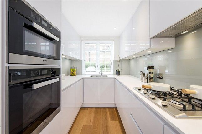 5 bed mews house for sale in Browning Close, London