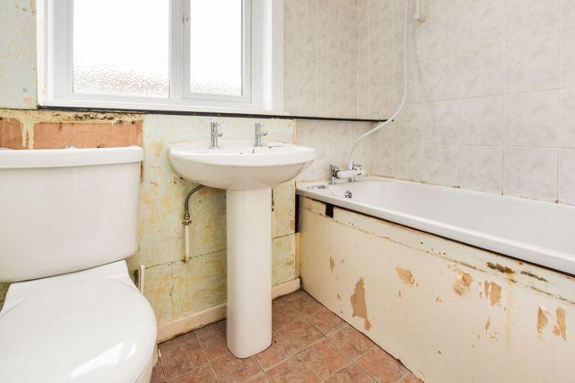 Family Bathroom of Lyonside Street, Rigside ML11