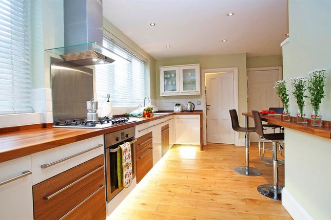 6 bed detached house to rent in Coombe Road, Croydon, Surrey
