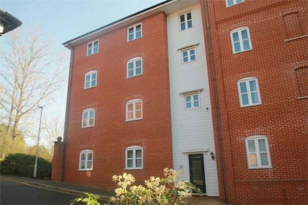 Thumbnail Flat for sale in Groves Close, Colchester, Essex