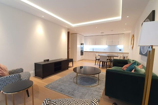Flat to rent in Arundel Street, London