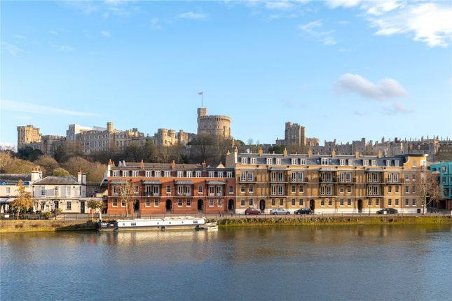 Thumbnail Flat for sale in Thameside, Windsor, Berkshire