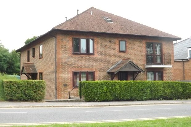 Flat to rent in St. Christophers Green, Haslemere