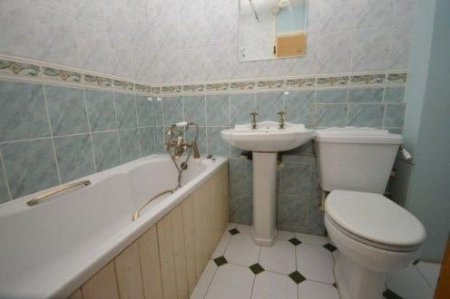 Bathroom of Chiltern Gardens, Waller Avenue, Luton, Bedfordshire LU4