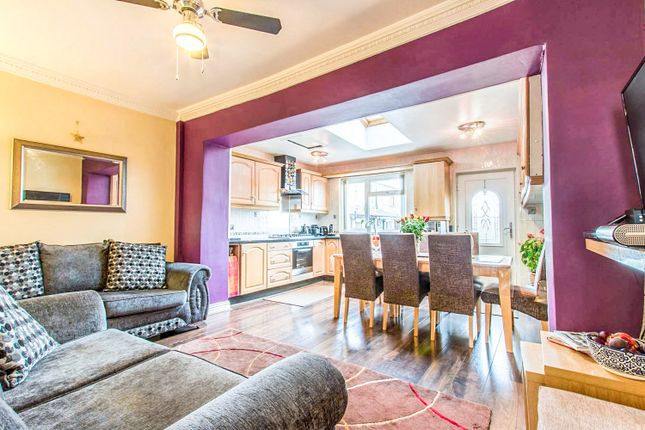 4 bed terraced house for sale in Binnie Street, Bradford