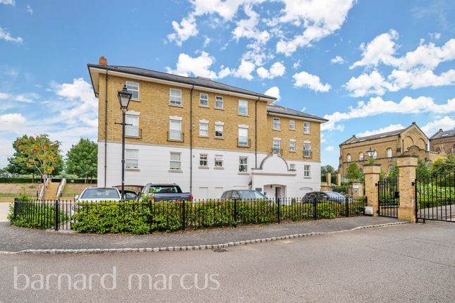 3 bed flat for sale in Clearwater Place, Long Ditton, Surbiton KT6