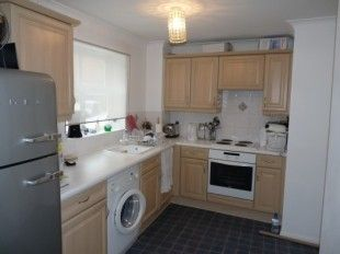 Flat to rent in Exning Road, Canning Town