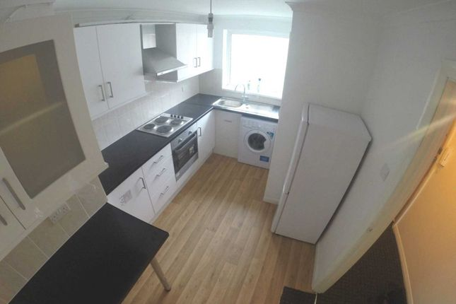 Thumbnail Flat to rent in Sefton Court, Jersey Road