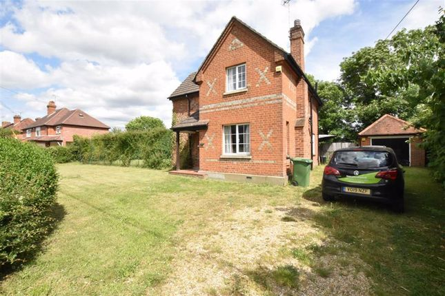 3 bed detached house to rent in Hyde End Road, Shinfield, Reading RG2