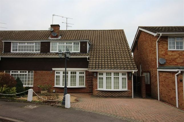 Thumbnail Property to rent in Lambs Close, Dunstable