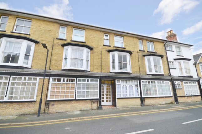 Thumbnail Flat to rent in Grange Road, Shanklin