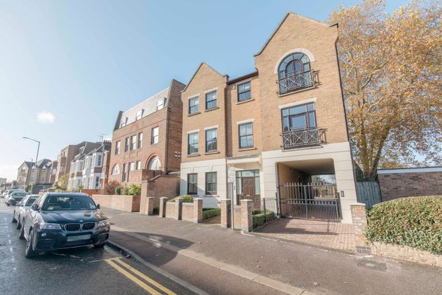 Thumbnail Flat to rent in St. Leonards Road, Windsor