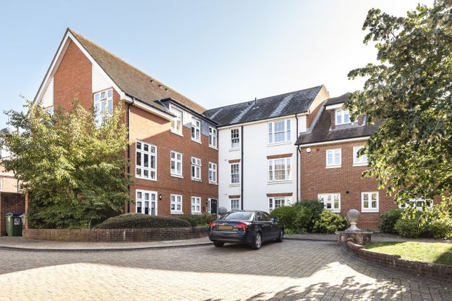 Thumbnail Flat for sale in Hewells Court, Horsham