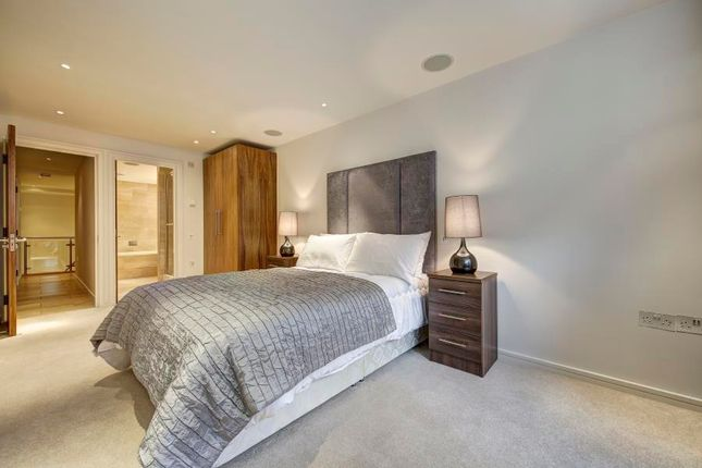 Thumbnail Flat to rent in Young Street, London