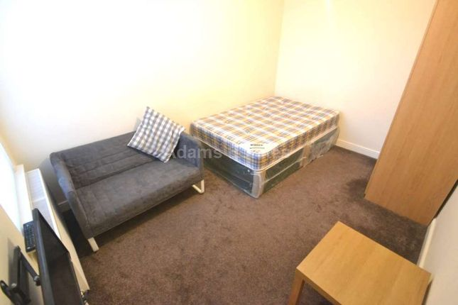 Thumbnail Flat to rent in Wokingham Road, Reading, Berkshire
