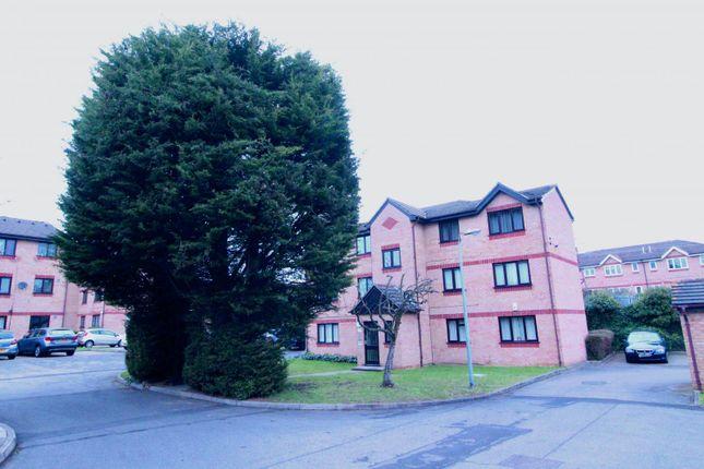Thumbnail Flat for sale in Fielders Close, Enfield