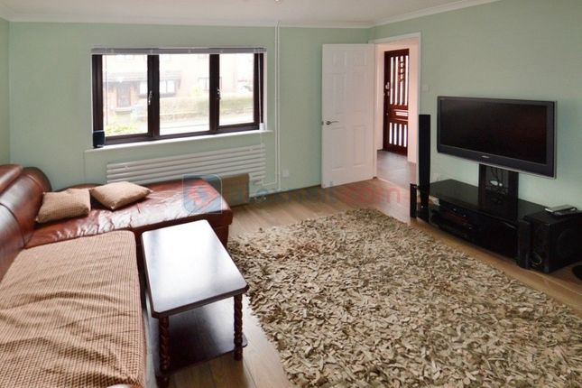 Thumbnail Terraced house to rent in Somerford Way, London