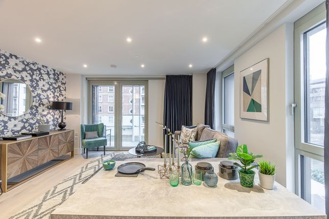 Thumbnail Flat to rent in Royal Court, Kings Road, Reading