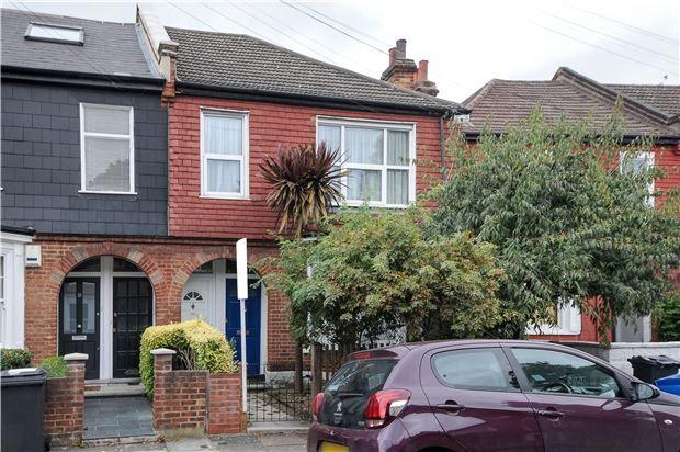 Thumbnail Maisonette for sale in Radbourne Road, London