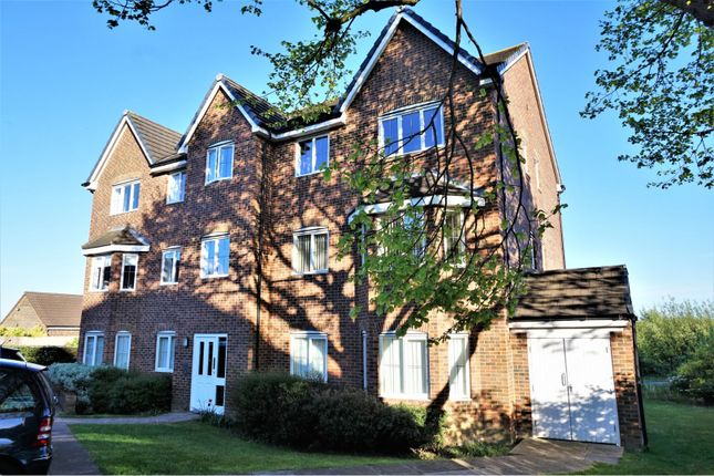 Thumbnail Flat for sale in Woodland Drive, Leeds