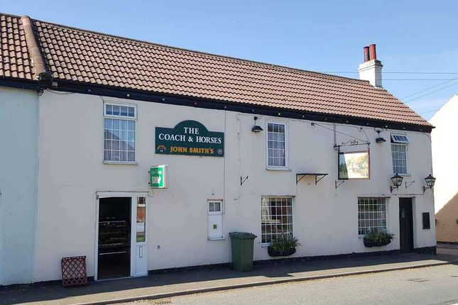 Thumbnail Pub/bar for sale in Main Street, Welwick, Hull